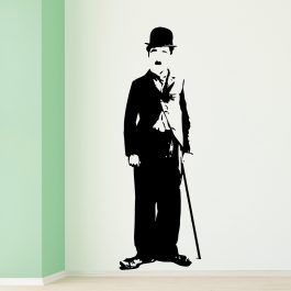 Charlie Chaplin em Pé
